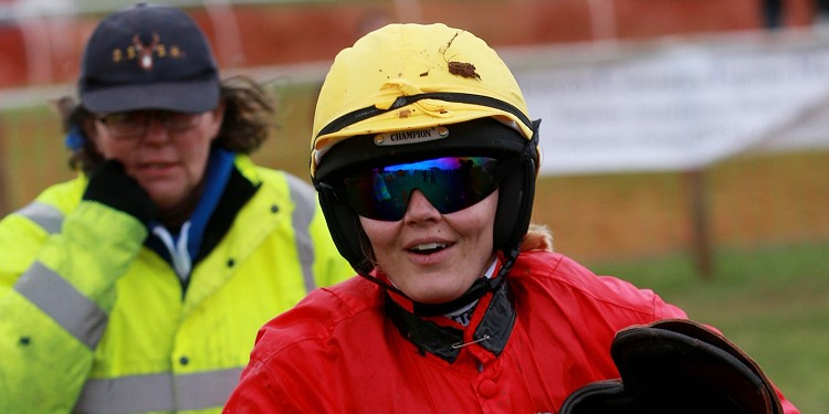 Victoria Pendleton poised for hunter chase bow at Fakenham